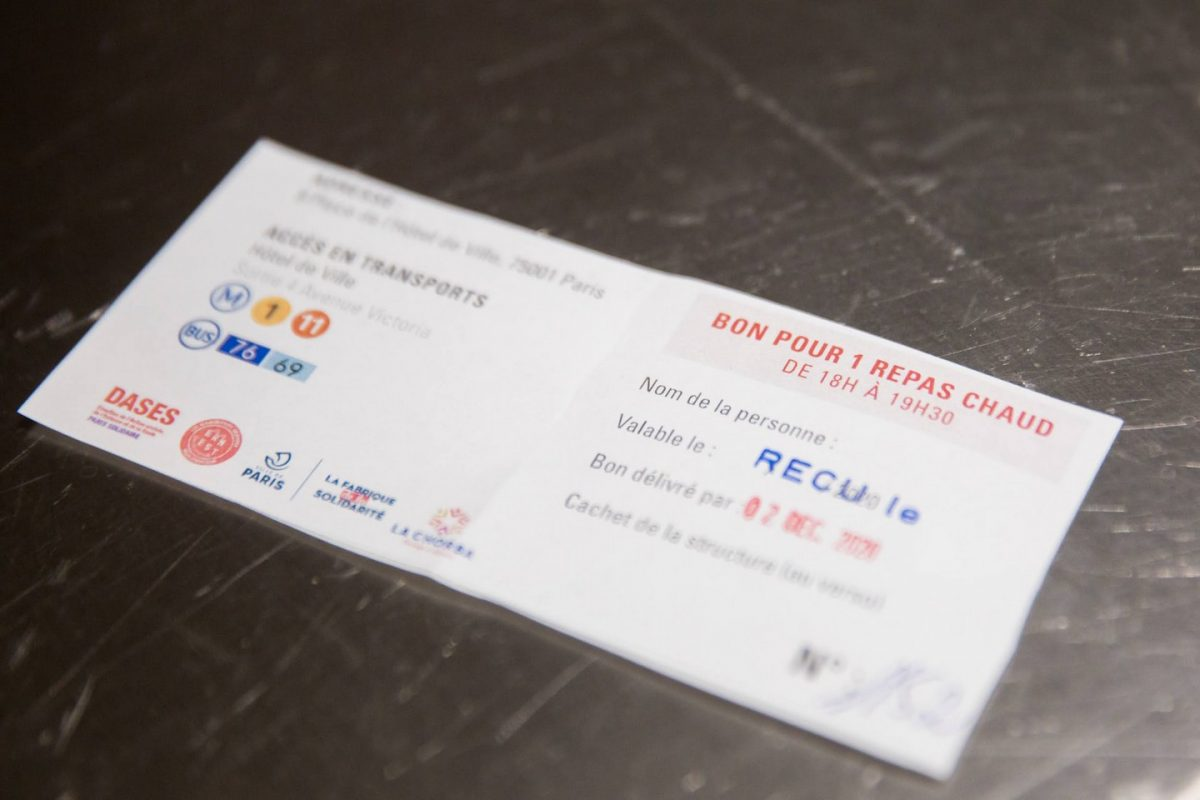 """Restauration solidaire par l'association """"La Chorba"""" au  restaurant administratif de l'Hôtel de Ville"""